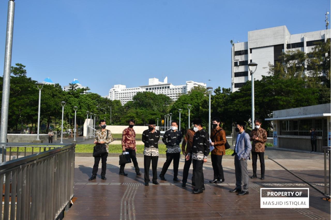 Berkeliling Masjid Istiqlal