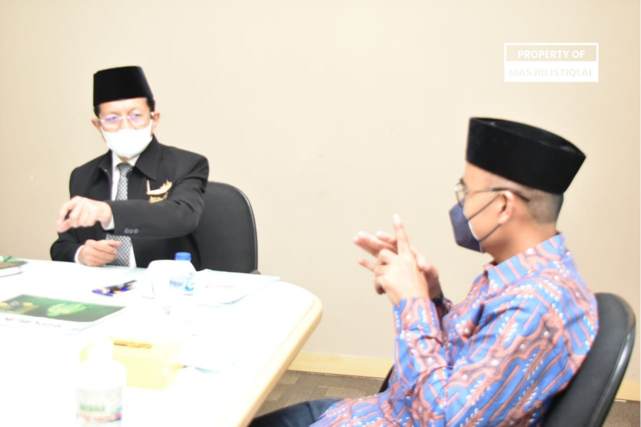 KH Nasaruddin Umar bersama Pemimpin Redaksi (Pemred) Republika Irfan Junaidi