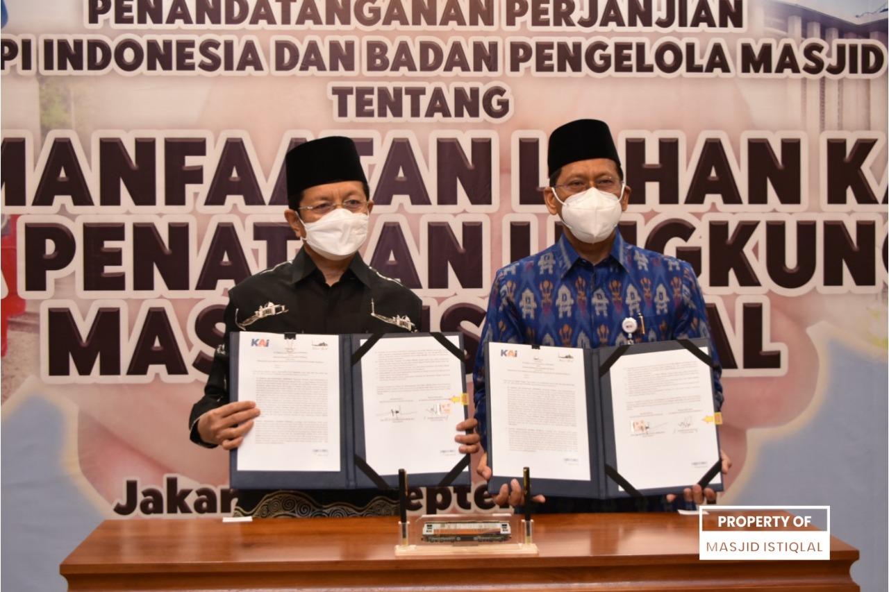 Foto Bersama Penandatanganan MoU antara BPMI dan PT KAI